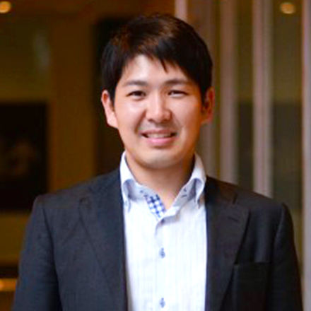 九州大学大学院 工学府修了。新卒時に「東京で修行してくる」とリクパー内定を辞退、東京のベンチャー企業に入社。2年後、宣言通りリクパーへ入社。