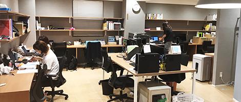 福岡・大名のグループ共同オフィス。